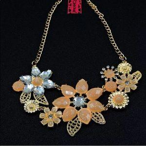 NWT🌸 Betsey Johnson Flower Gemstone Necklace